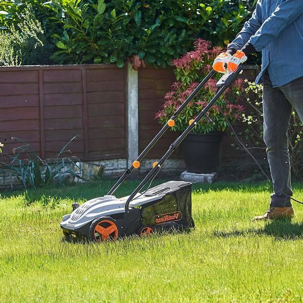 Quand passer le scarificateur dans la pelouse